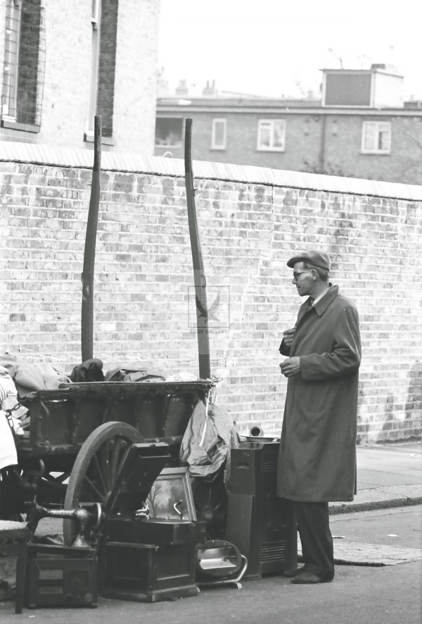 Man standing next to rag and bone cart street photography London 1950s