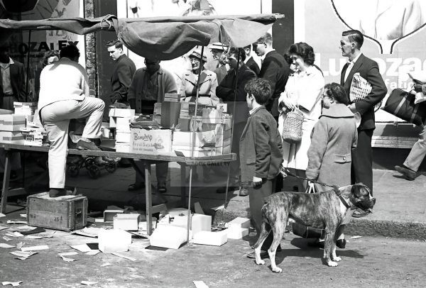 market life at portobello road London 1950s