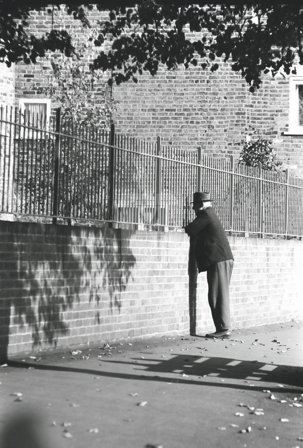 old man waiting at London gates 1950s
